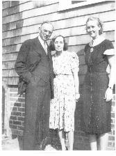 Cayce with his wife Gertrude and their secretary Gladys Davis